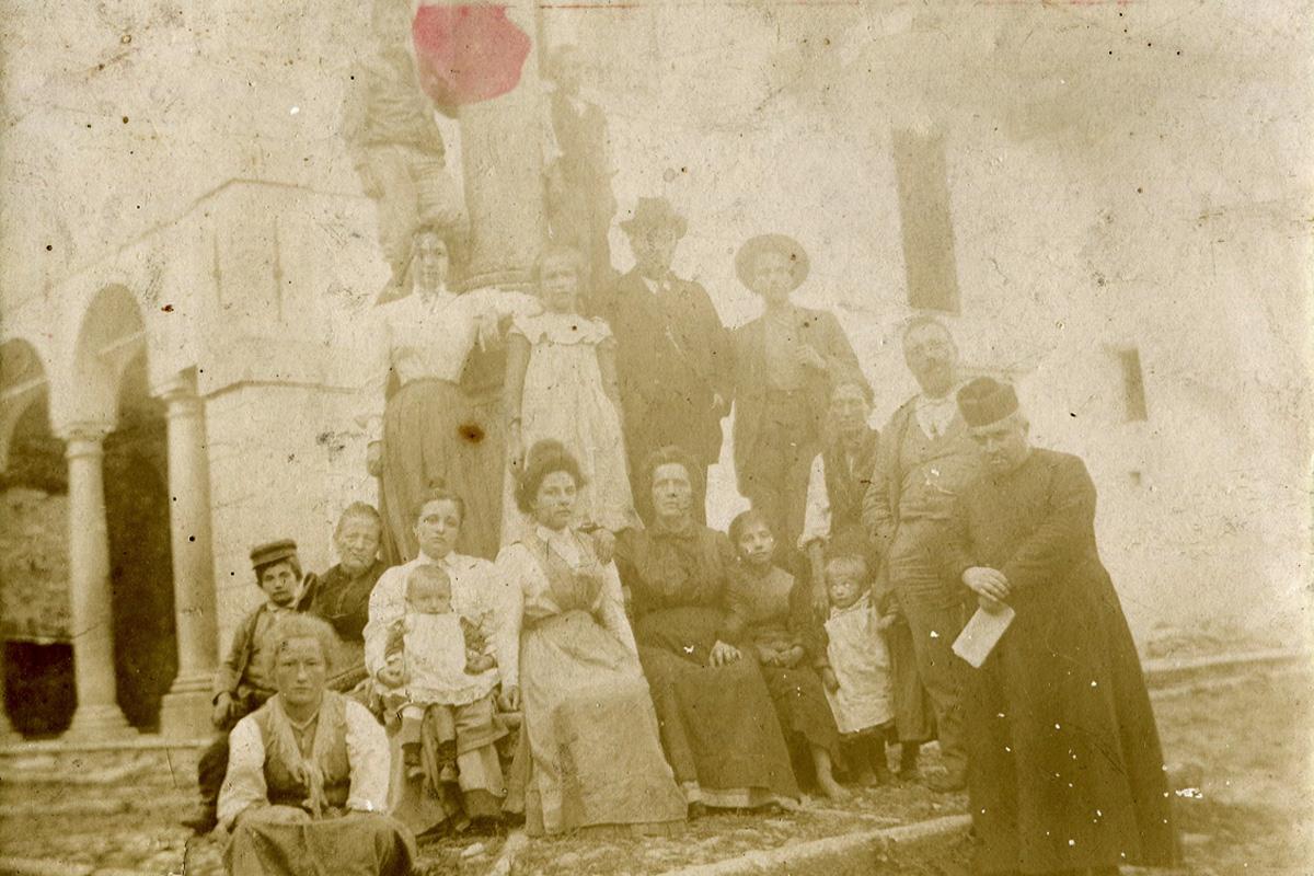 Caprezzo_Famiglia-Garlandini-e-Curato-19007