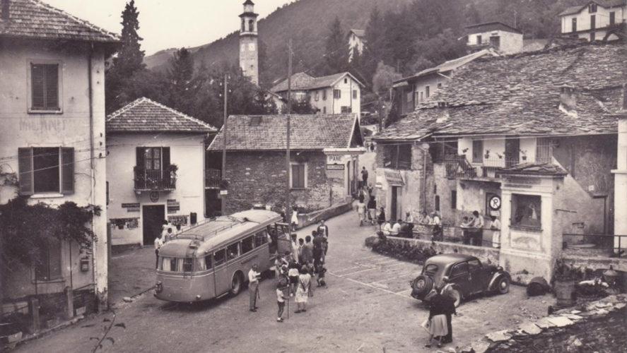 Miazzina_Corriera-Piazza-Secchi-1962