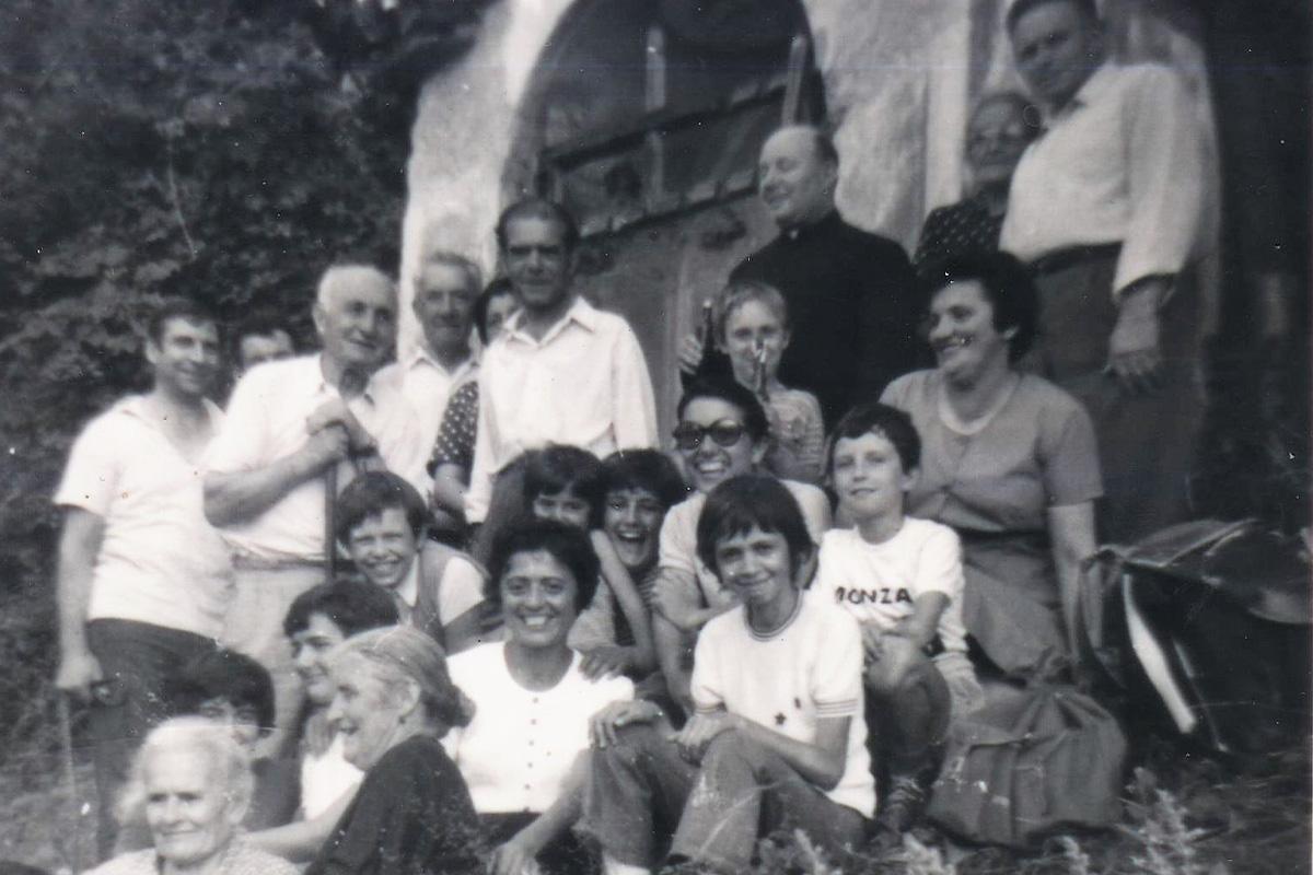 Nolezzo-1973,-la-prima-messa-all'alpe,-celebrata-da-don-Italo-Ghidoni2