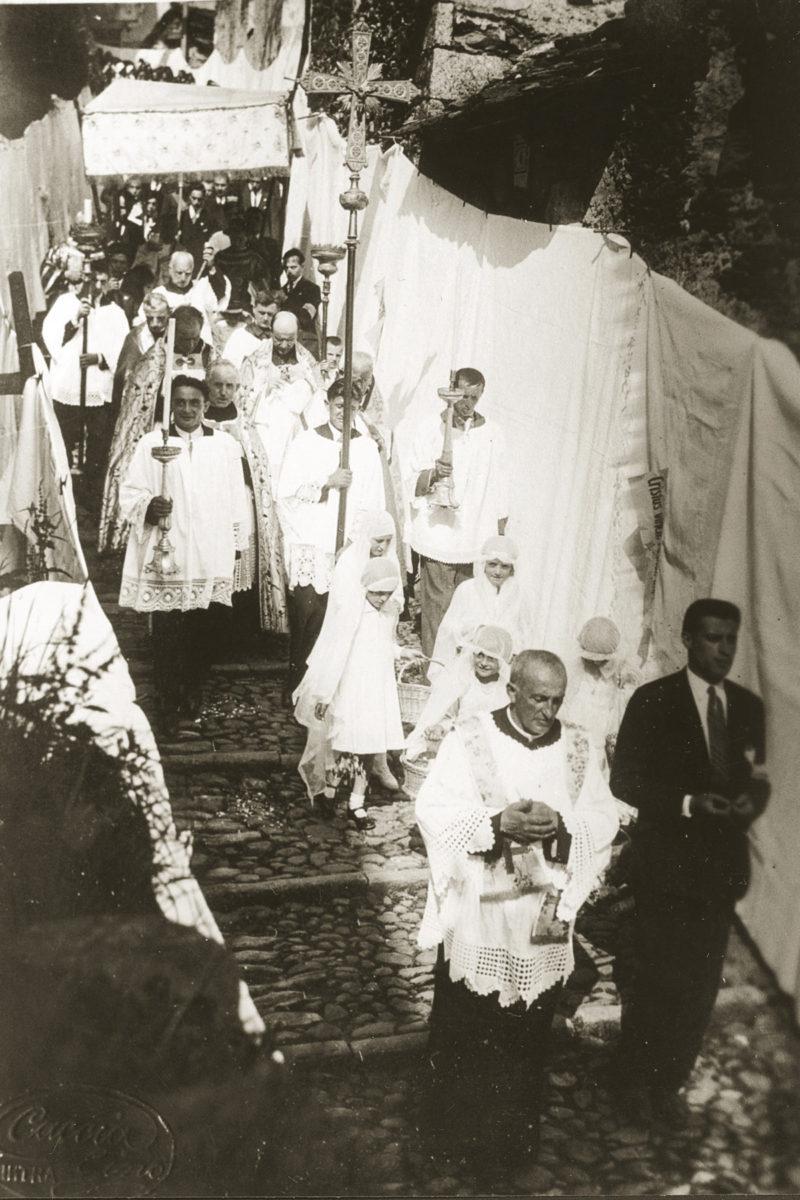 Cossogno_processione
