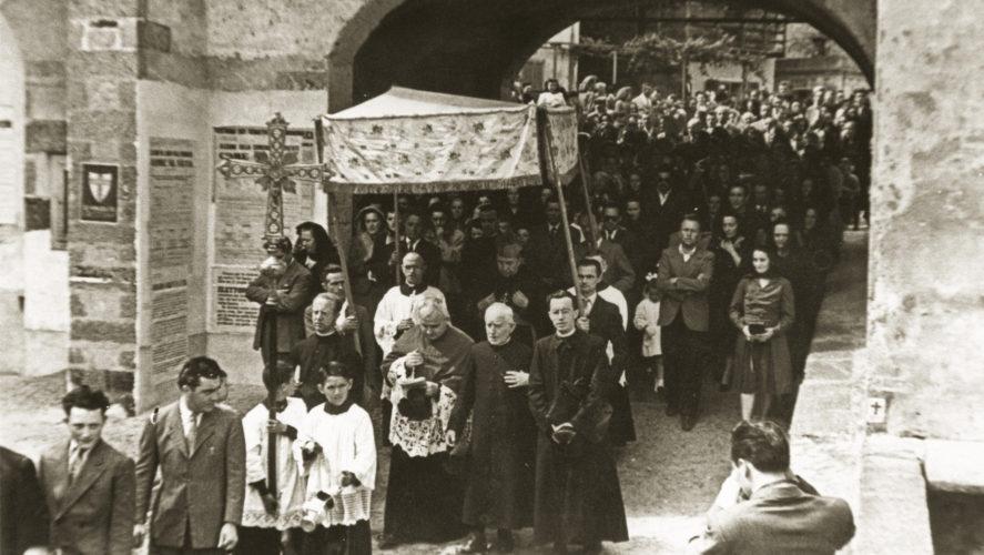 Cossogno_processione3